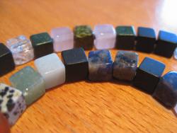 Pi-Kette-grün-blau-Detail
